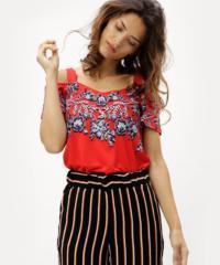 Červené květované dámské tričko s odhalenými rameny M&Co